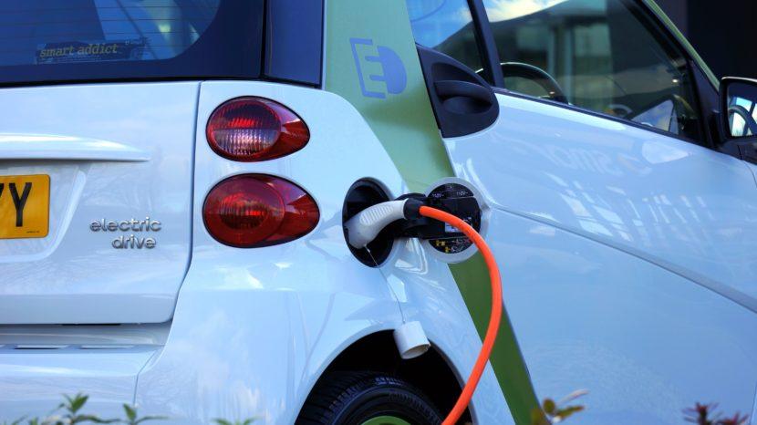 elektrische auto die aan het opladen is